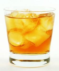 Готовим коктейль Ржавый Гвоздь.30 мл шотландского виски,30 мл ликера...